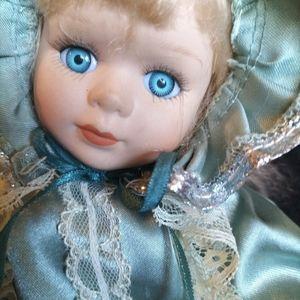 Wind up musical doll ,(vintage)
